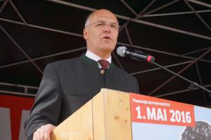 OB Dr. Kurt Gribl (CSU) hält sein Grußwort
