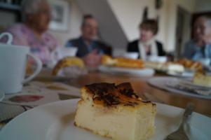 Adolf Gaurieder hatte eigenhändig den Käsekuchen für die Feier gebacken.