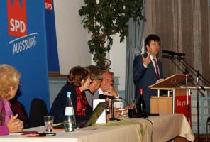 Bürgermeister und Sozialreferent Dr. Stefan Kiefer erläuterte die Wohnungspolitik der Stadt.